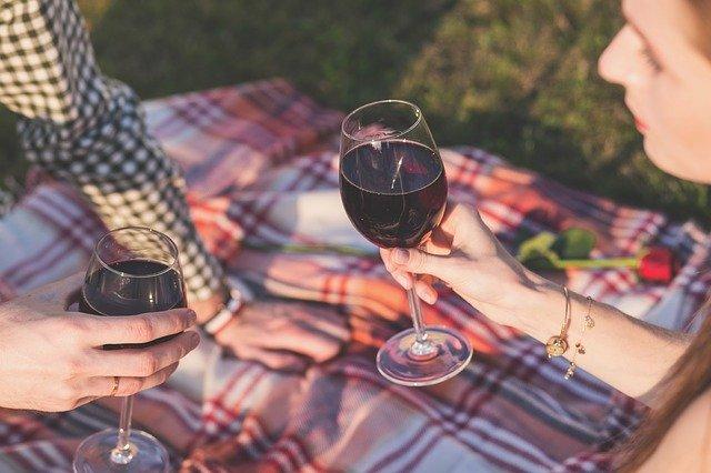 ピクニックでワイン