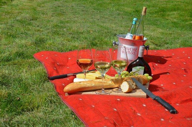 海外でのワインとピクニック
